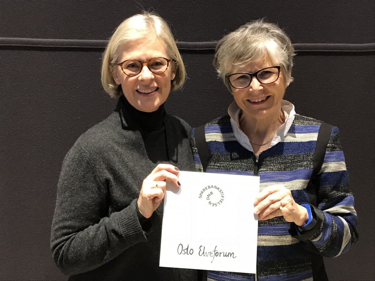 Julie M. Løddesøl (t.v.) og Trine Johnsen mottok tildelingsbrevet på Sparebankstiftelsen fine arrangement i Oslo 3. desember.